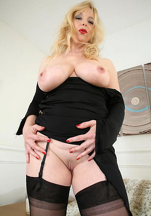 Beautiful chubby older wife pussy