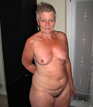Nude chubby old pussy