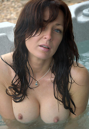 Amazing mature brunette nude