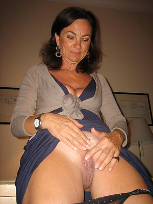 Best pics of sexy brunette mom
