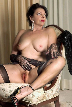 Sweet mature brunette hairy pussy