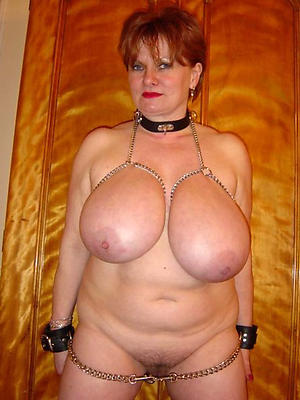 Untidy pussy mature with fat tits