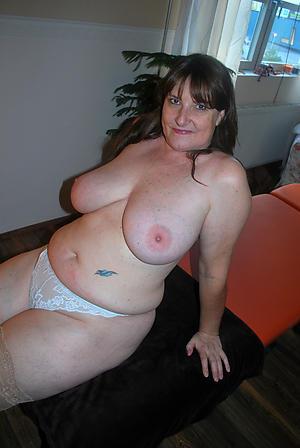 Amateur chubby mature ass porn pics