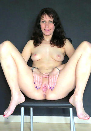 Amateur pics of mature column posing nude
