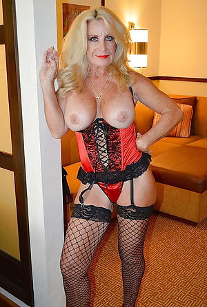 Bush-league pics of mature hot moms