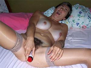 Sex pics of mature woman masturbating