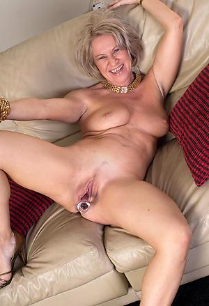 Utterly naked mature housewives slut pics