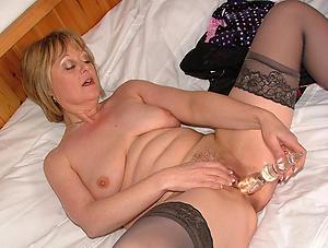 Unconforming mature woman masturbating