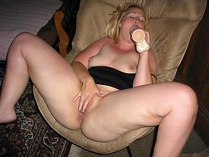 Horny mature woman masturbating porn pics