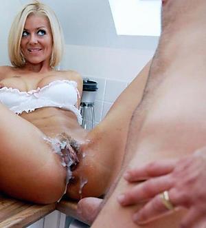 Amateur pics of mature woman cumshot