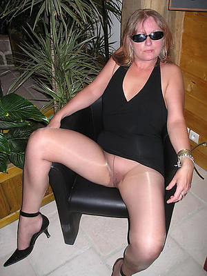 Really mature woman with respect to pantyhose porn pics