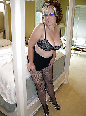 Amateur pics of mature woman in pantyhose