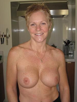 Mature white moms porn pics