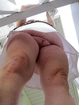 Amateur pics of mature woman upskirt