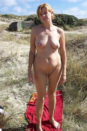 Unskilful pics of sexy mature alfresco pussy