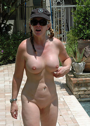 Sexy grown-up alfresco pussy pics
