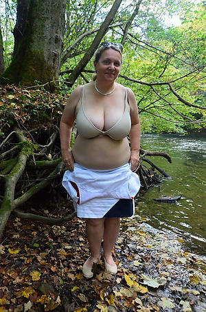 Sexy nude mature outdoors porn pics