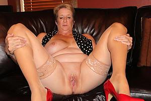 Bonny mature sex in stockings photos