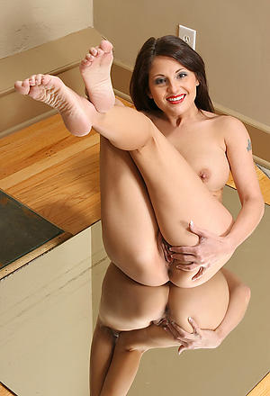 Mature legs and feet and pussy pics