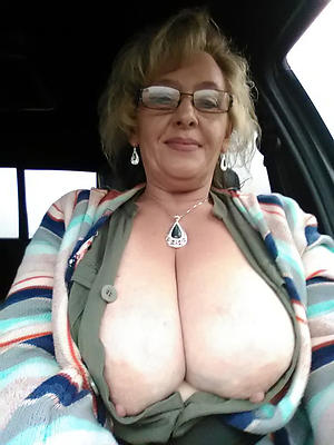 Slutty full-grown naked selfshot pics