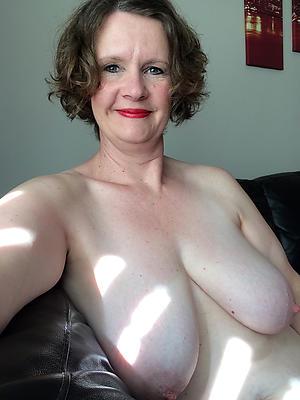 Pretty mature naked selfshots