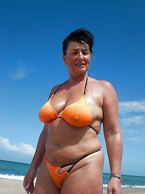 Sexy mature woman bikini pussy pics