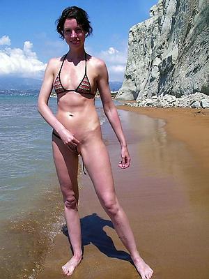 Amateur mature woman bikini porn pics