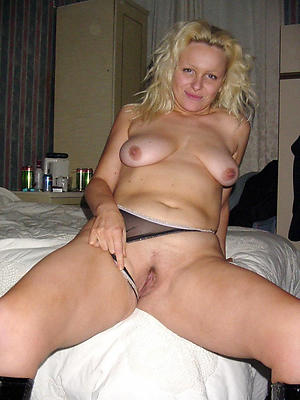 Lovely mature blonde pussy pics