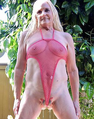 Bungler pics of sexy mature moms at hand bikinis