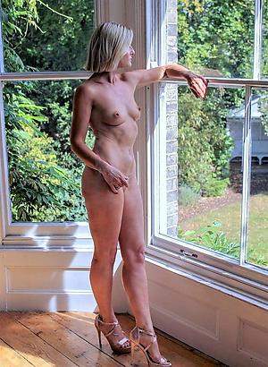 Slutty mature feet in heels porn pictures