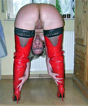 Slutty grown-up wife in stockings pics