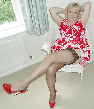 Amateur pics of full-grown woman in stockings