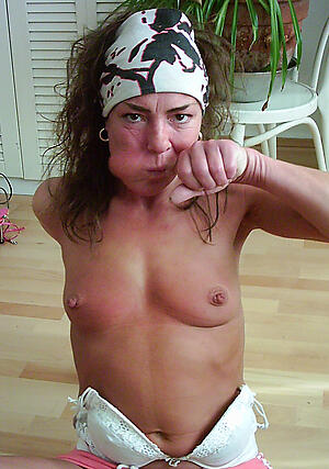 Naked solo mature pussy pics