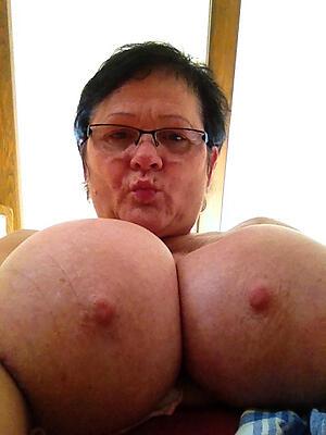Pretty nude mature with glasses