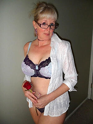 Hot porn be advantageous to sexy mature with glasses