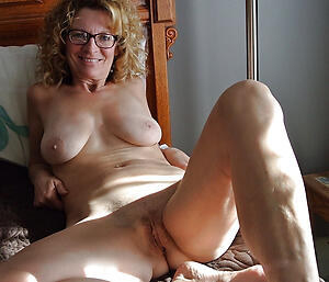 Hot porn of homemade mature pussy