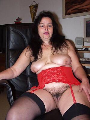Slutty unshaved mature pussy undress porch
