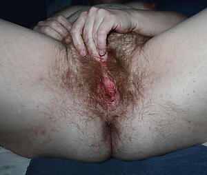 Hot porn of unconforming unshaved mature pussy