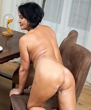 Slutty mature large ass