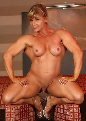 Wet muscle matured pussy pics
