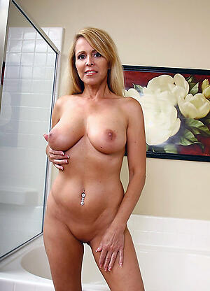 Beautiful hairy cougar pussy