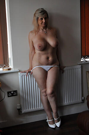 Pretty naked cougar women pictures