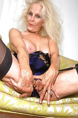 Sexy mature experienced moms  porn pics