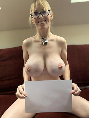 Handsome mature women solo undressed photos