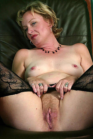 Pretty sweet mature pussy nude