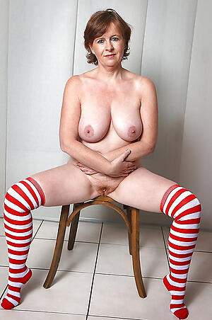 Naked grown-up milf over 40
