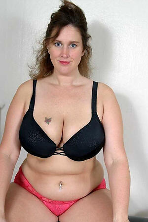 Pretty chubby mature pussy bare-ass pics