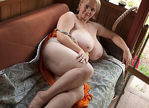 Amateur pics of hot mom mature