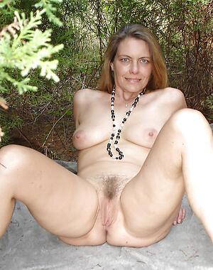 Amateur pics of mature nude females