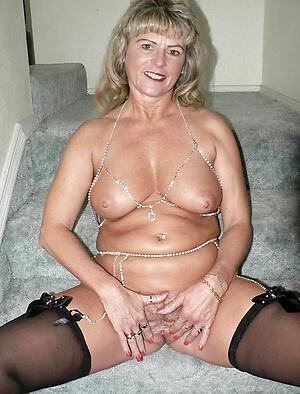 Amateur pics of sexy mature milfs